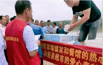 洪水无情,人有情让我们看到中国人的牺牲与奉献.png